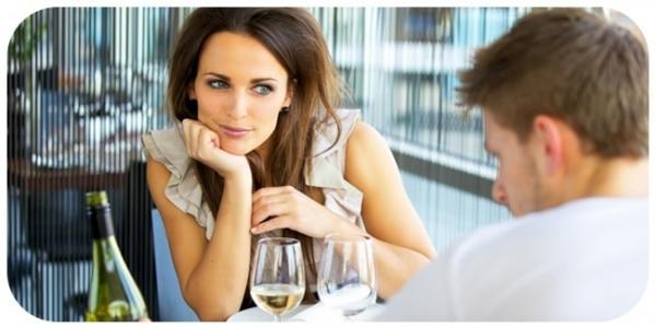 Как понять, что девушка с вами флиртует?