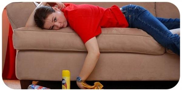 Как очистить диван от пятен?